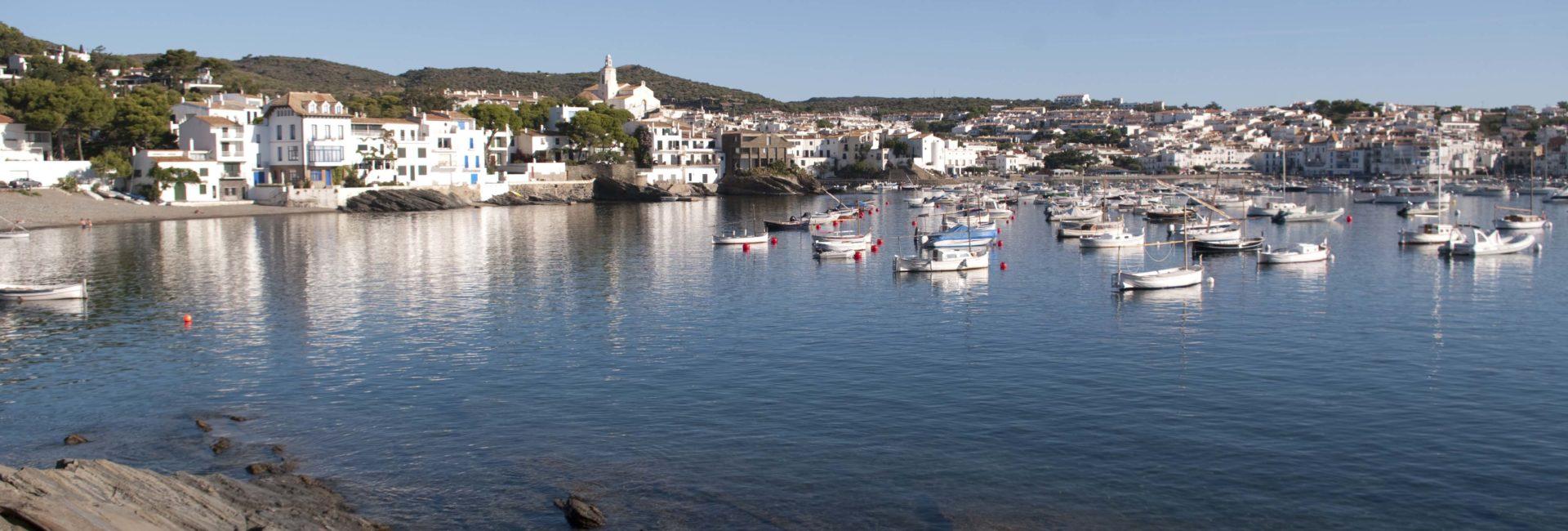 Le petit port de Cadaquès en Espagne