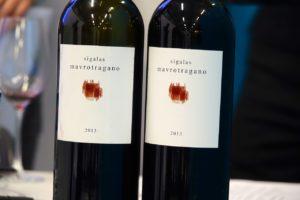 A Santorin, on produit aussi des vins rouges à base de mavrotragano