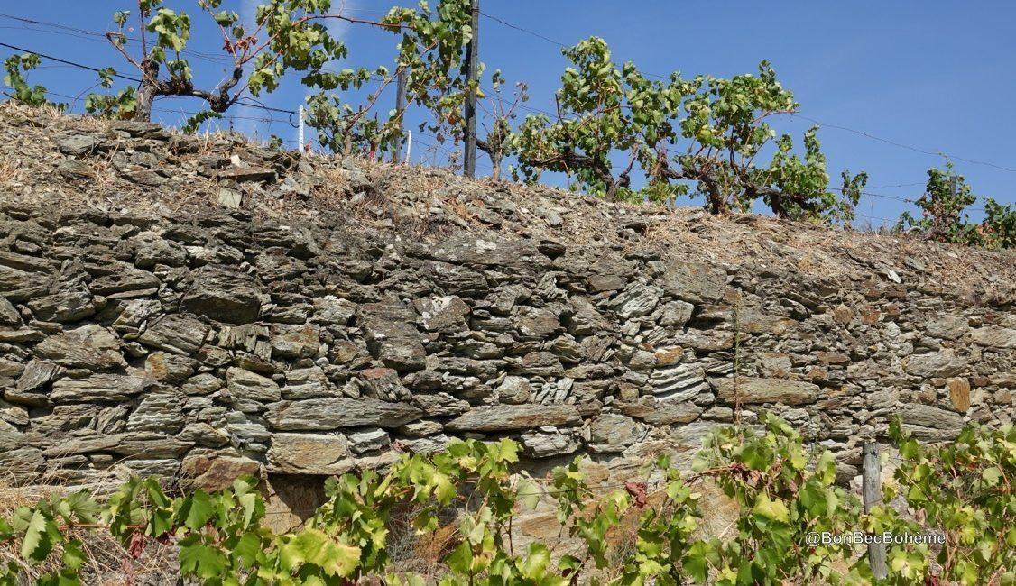 Un mur de schiste dans la vallée du Douro