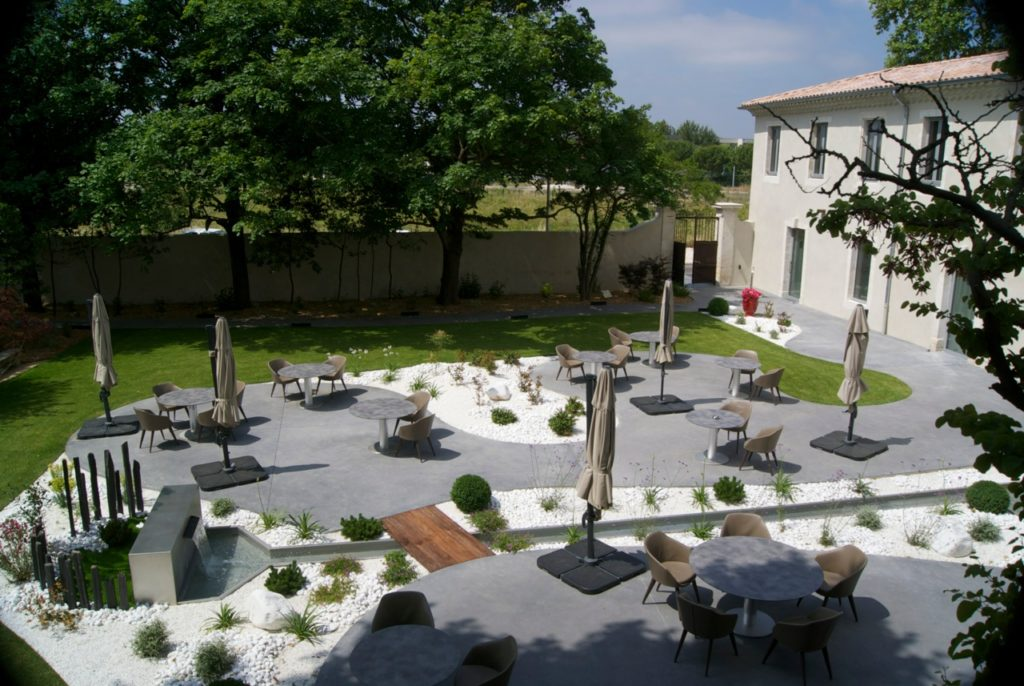 Un restaurant étoilé avec jardin