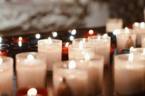 Des cierges et des lampions pour Sainte Sara